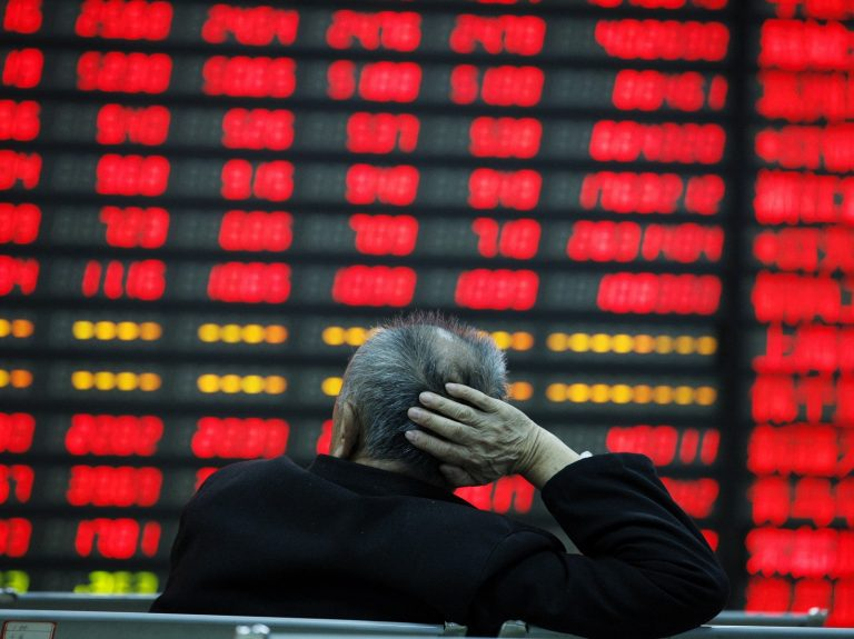 China Stocks Plummet Despite 1.2 Trillion Yuan Injection to Mitigate Effects of Epidemic